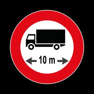 00000067 - Segnali di limitazioni alle dimensioni e alla massa dei veicoli - Divieto di transito ai veicoli od ai complessi di veicoli di lunghezza superiore ai 10 m - Figura 67